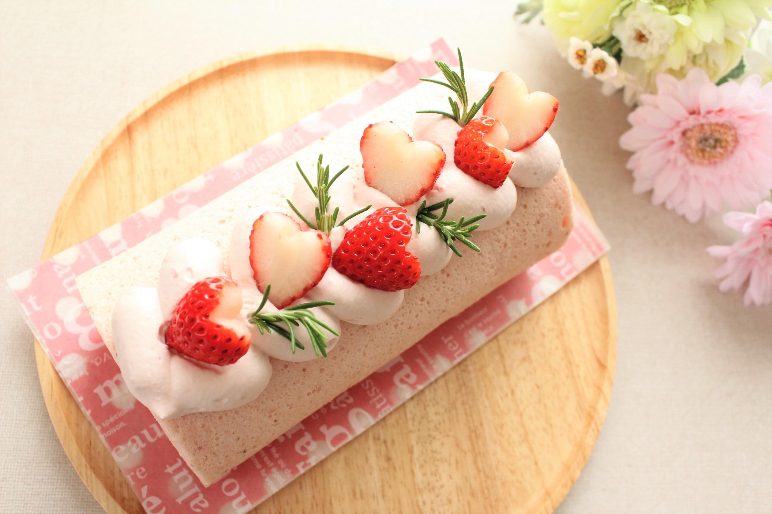バレンタインのケーキ作り❤いちごミルクロールケーキ