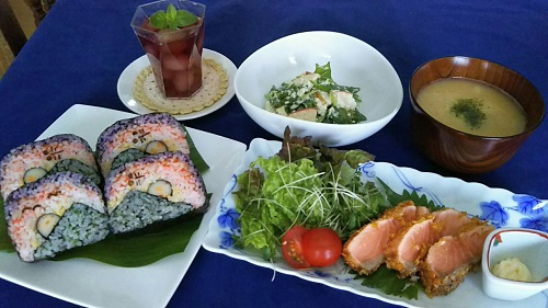秋の飾り巻き寿司  🍂